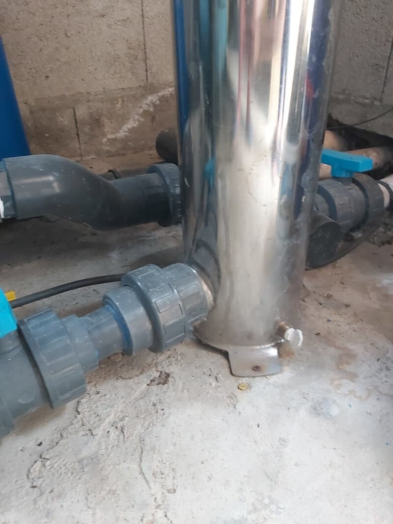 Raccord hydraulique à démonter pour accéder à la coupelle anti vibration 1h2o3